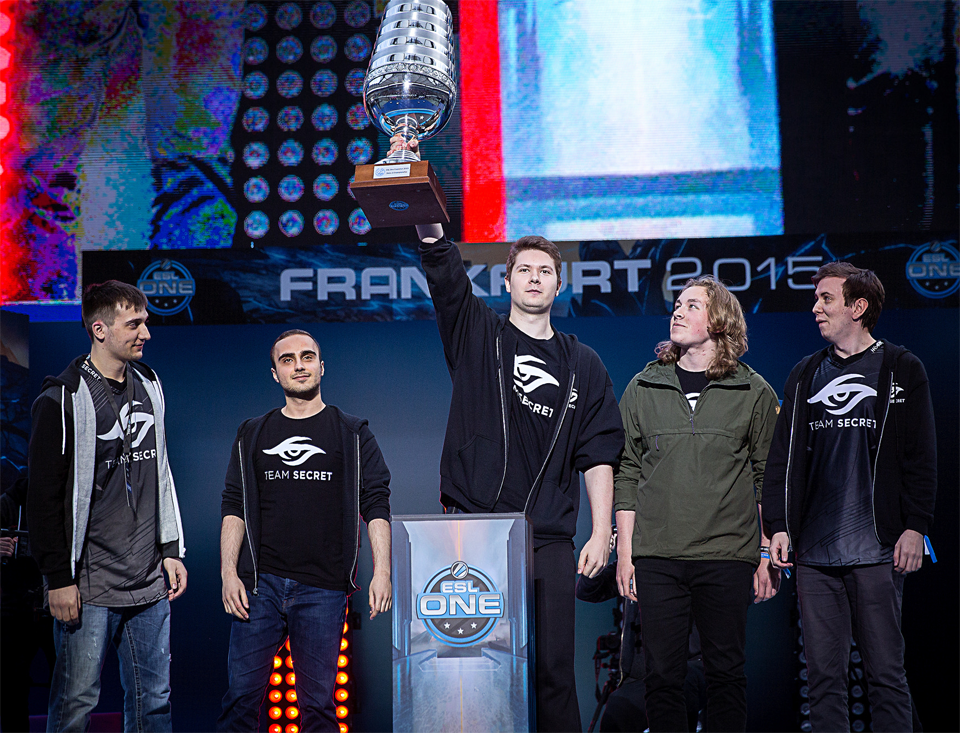 Secret Team celebrating the victory at ESL One Frankfurt 2015 (© ESL/flickr)